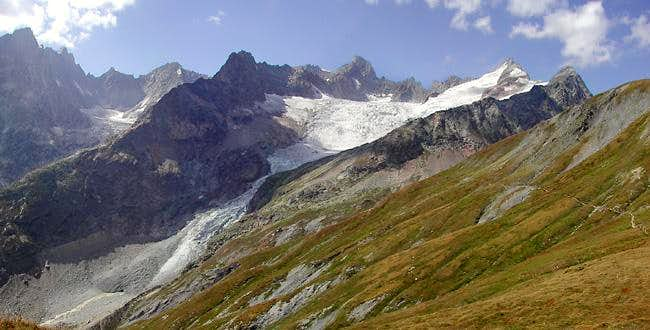 </i>View westward from the traverse between  Petit  Ferret <i>(2488m)</i> and Col Grand Ferret <i>(2537m)