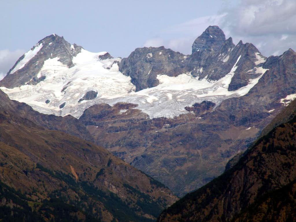 summer 2016 Matterhorn behind Gr. Murailles & Dent d'Hérens