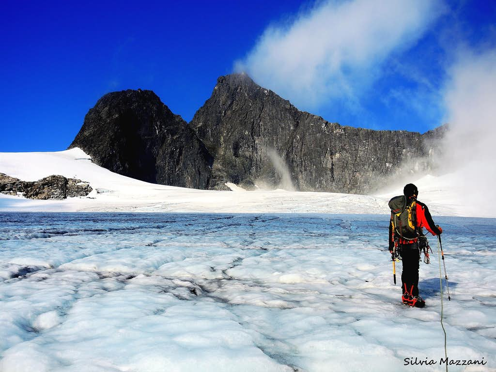 Starting the glacier crossing with Falketind on background