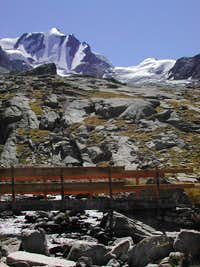 A wooden bridge seen from  the path<br> towards Federico Chabod Hut<i> 2750m</i>