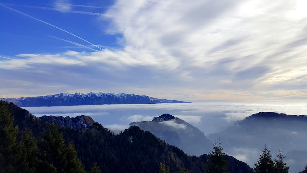 Monte Baldo standing out from the sea of clouds