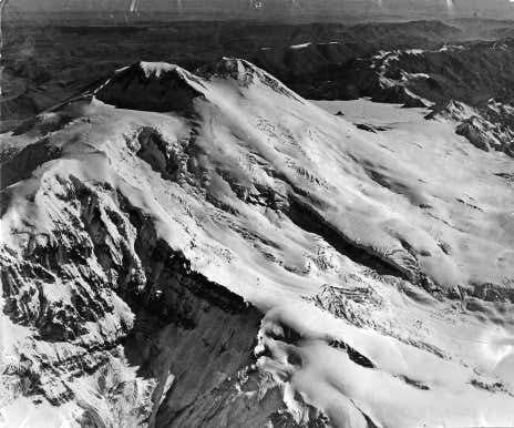Old photo of Elbrus from SW shows most of SW route