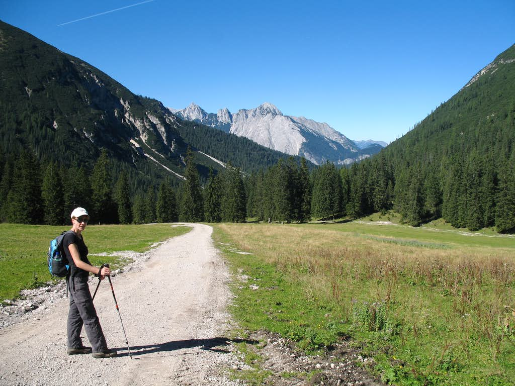 Reither spitze round trip: Leaving the Eppzirler alm and heading down.
