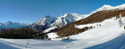 Ski touring in Saint Barthélemy Valley