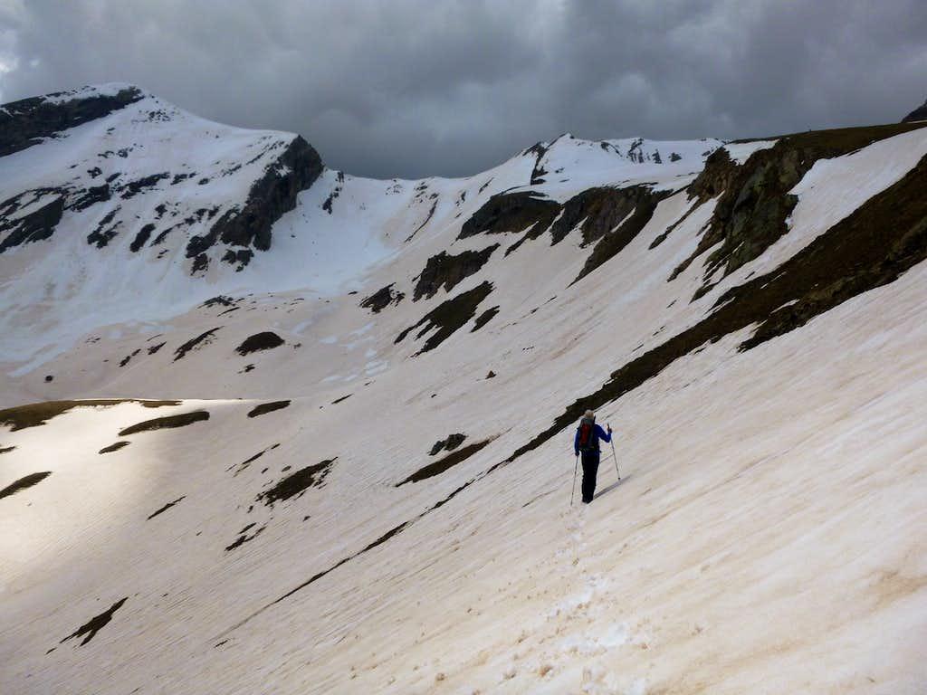 13 - Ken approaches the ridge