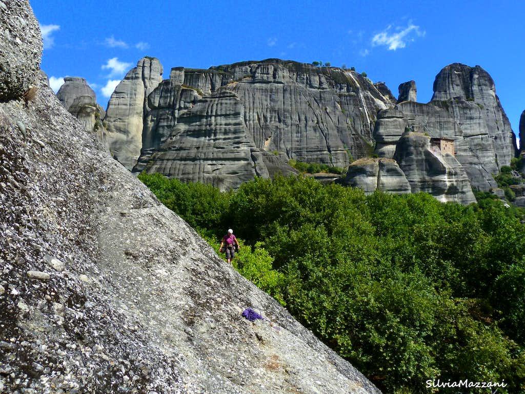 Crossing Doupianifels basal rocky slopes