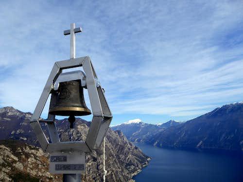 Monte Bestone summit bell