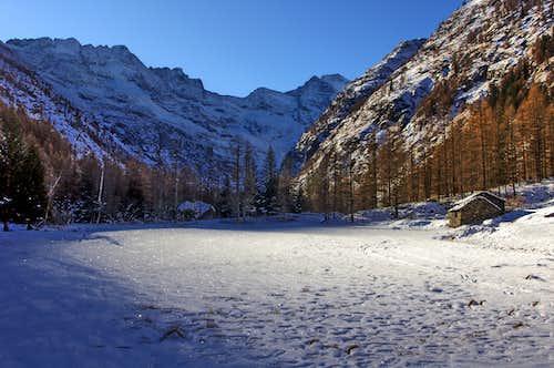 Shining winter morning in Valnontey