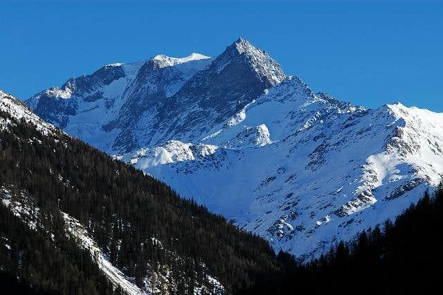Mont Vélan NNW side. 03/2005