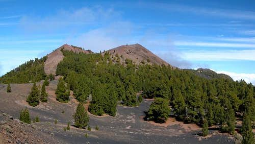 The twin summits of Volcán de...