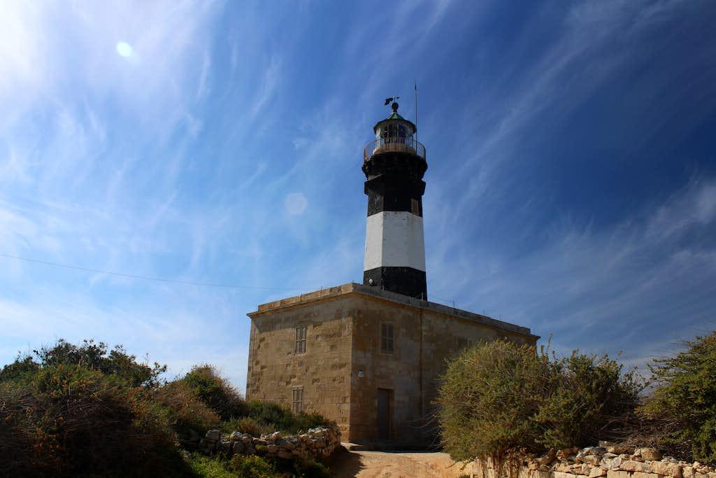 Hiking Malta's coastal paths. Delimara lighthouse