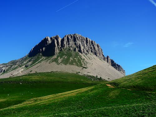 Monte Castellaz loop trail from Passo Rolle