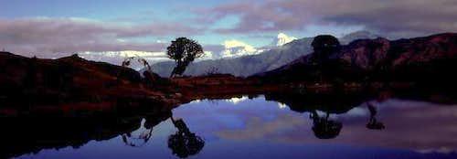 Makalu (R) and Everest, Lotse...