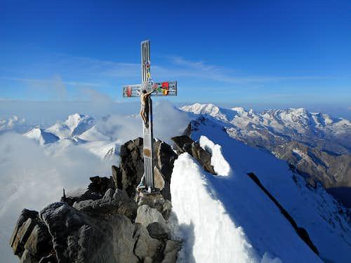 Dom summit cross