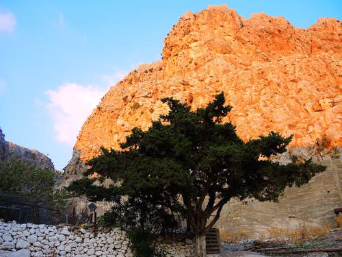 Start of the trail to Profitis Ilias