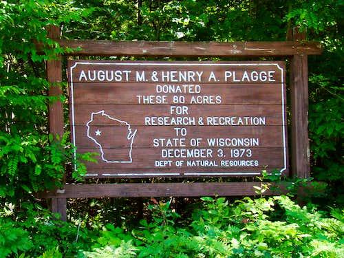 Plagge Woods Entrance