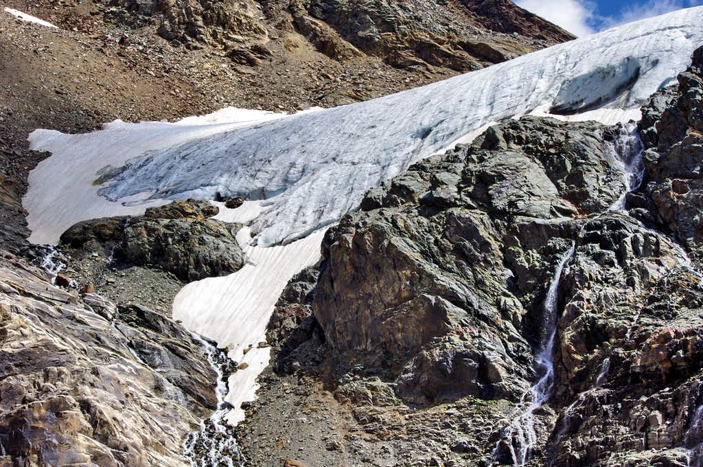 Close view of the glacial terminal tongue of Vedretta di Rosim/Rosimferner