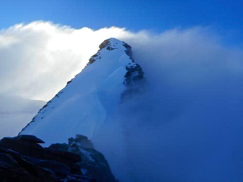 Steep snow ridge above Sattel