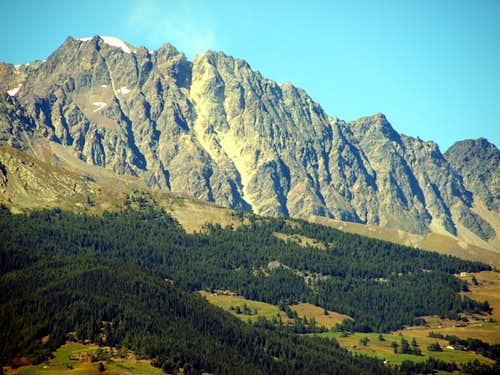 A hot & ... : by now on V'lan's gullies without snow but with great landslides