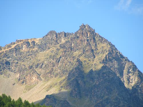 A hot & ... : Punta Bioula Eastern Buttress from SE or Valsavaranche