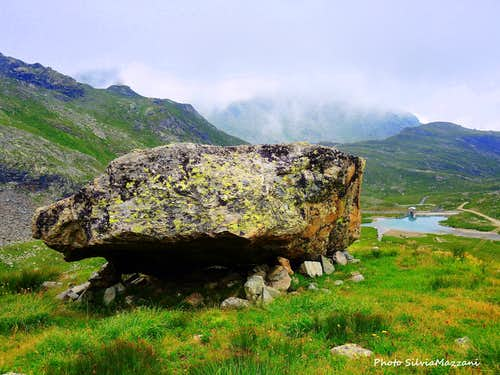 Erratic boulder on the approach to Alta Luce