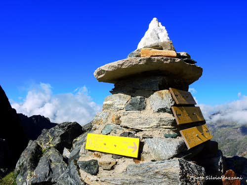 Cairn with signposts on Colle Salza 2917 m