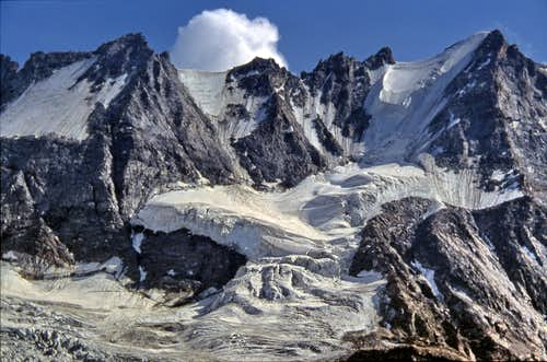 View, from Casolari dell'Herbetet, of the ridge going from Colle della Pazienza to Roccia Viva