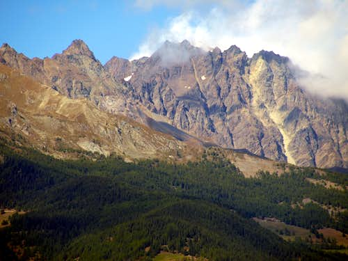The hot summer disappears into the vapors above the Mont Velan