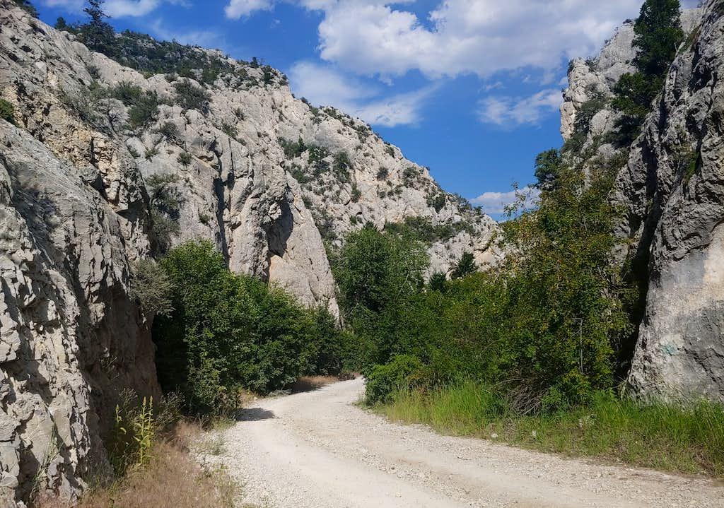 Indian Creek Canyon