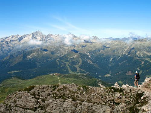 Gustavo Vidi ferrata. Pressanella mountains across the valley.