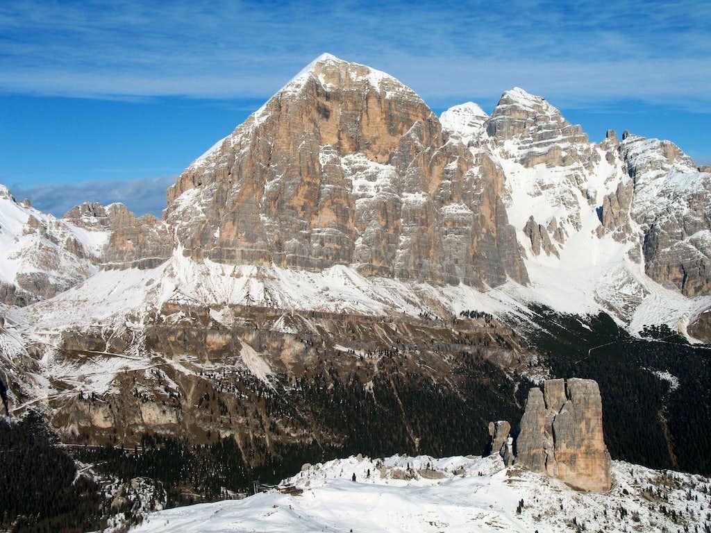 Snowshoe ascent of Nuvolau. Tofana di Rozes (3225m)