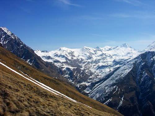 Da sinistra: Il monte Grauson...
