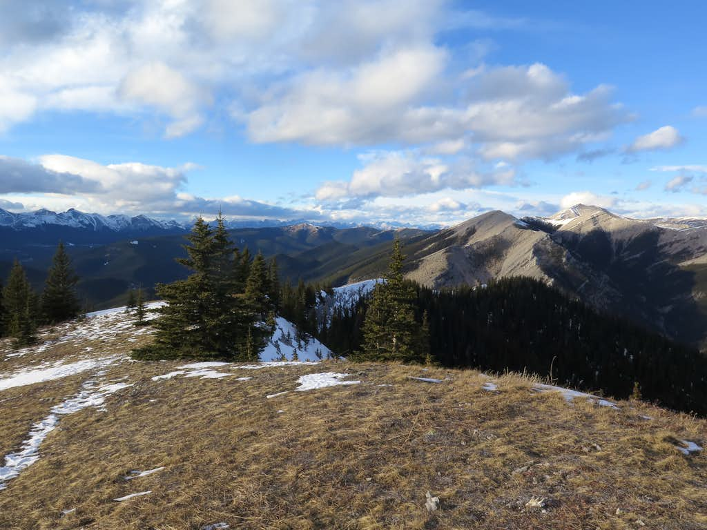 Looking along the north ridge from just below the summit of Prairie Mountain
