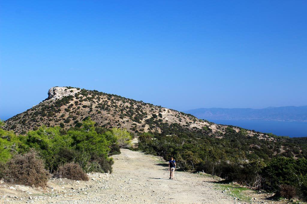 Blue Mediterranean views. Moutti tis Sotiras (370m)