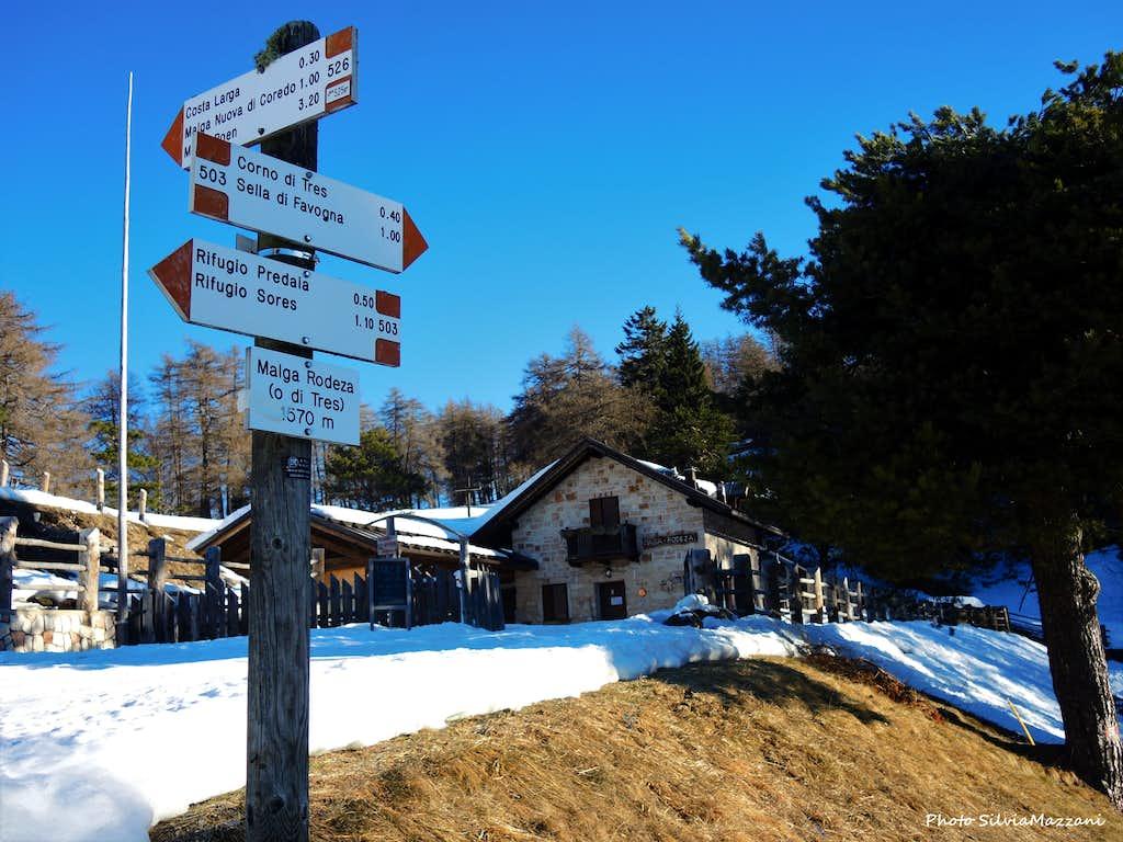 Signposts near Malga Rodeza
