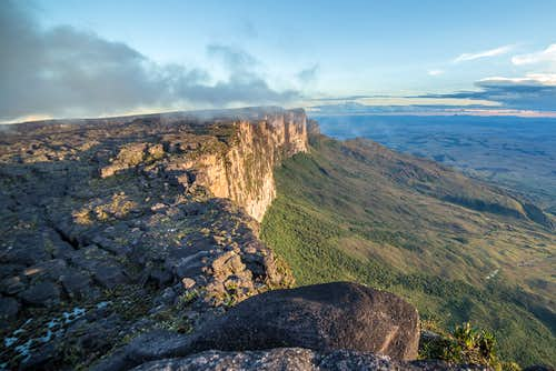 8-Day Trek to Mount Roraima + Summit Exploration