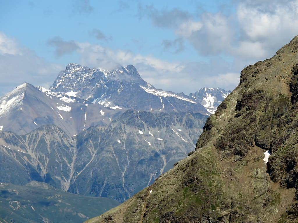 Clouds are rising over Piz Kesch