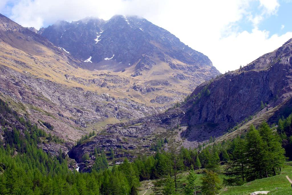 Mid / High Chaz Fleurie above Alpe Pila nearby the omonym waterfall