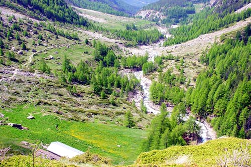 Following Gru / Lussert Torrent from l'Ecloseur to Pila 's Pasture before Chaz Fleurie