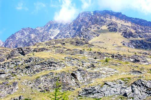 Bypassing in West-northwest the Lussert Torrent below Tour Grauson & towards Chaz Fleurie