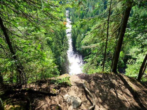 Cascade River 125 ft below