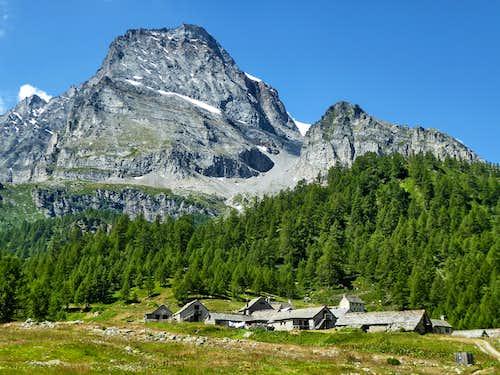 Monte Leone dominating Cianciavero village