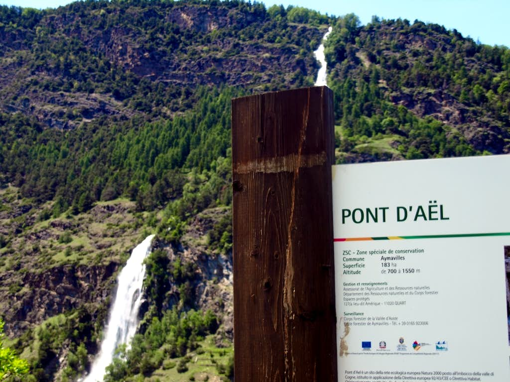 To Pont d'Ael Hamlet with its Gorge
