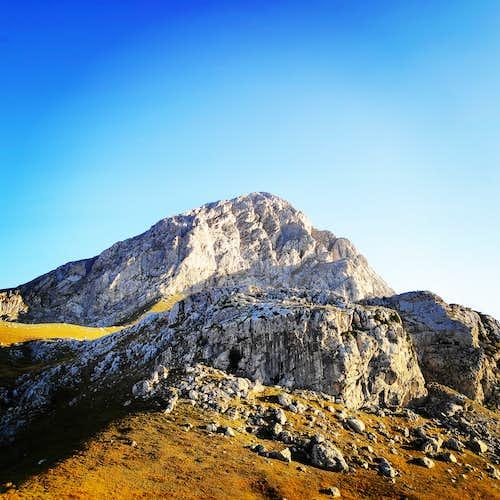 Alpina V UIAA 300 m. | Climbing on Pyramida – Mount Giona