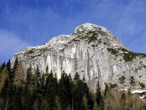 The east face of Bela pec...