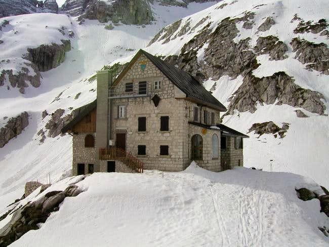 The hut Riffugio Gilberti...