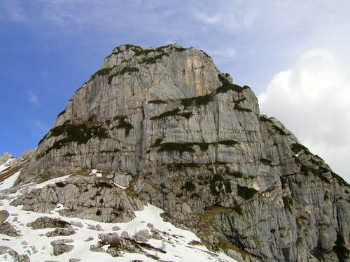 The south face of Bela pec...