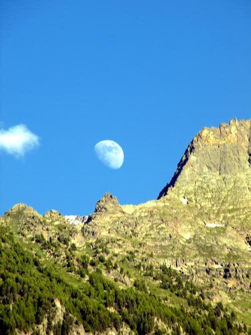 The Moon & La Dent della Becca di Nona