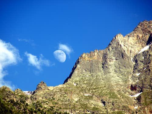 Lunar Moon & rocky La Dent de la Nona