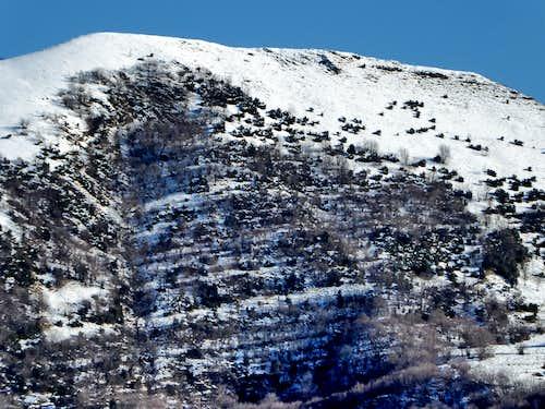 Close view of the flat summit of Alpesisa